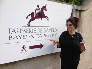 Susanne Thea`s Paraphrase at display Bayeux
